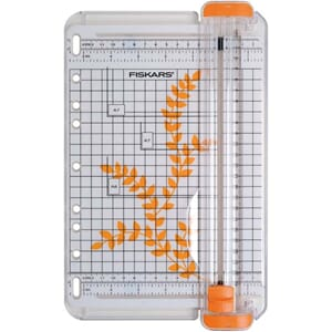 Fiskars: SureCut cutting machine, 22x14.5 cm