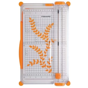Fiskars: SureCut cutting machine, 30x37 cm
